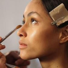 Как ухаживать за кожей вокруг глаз: ТОП-8 советов